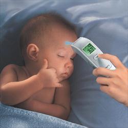 Nên chọn nhiệt kế nào cho gia đình có trẻ nhỏ?